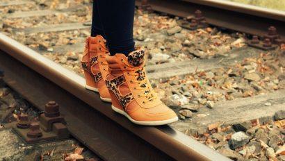 e83db0082cf01c3e81584d04ee44408be273e5d71db717459cf1_640_shoes