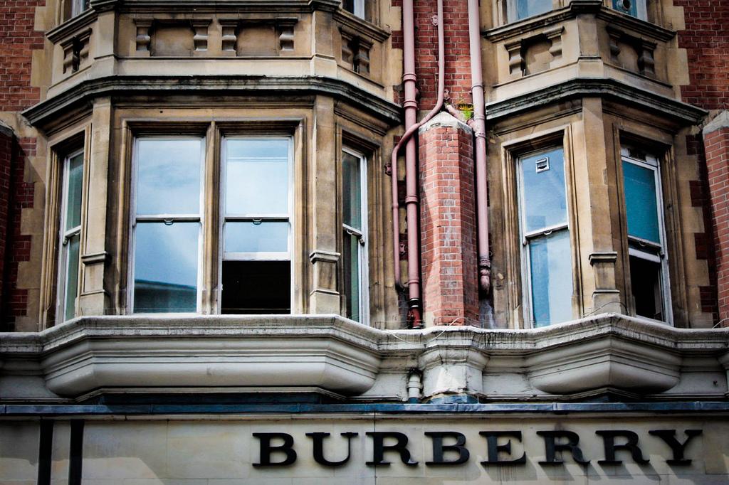 Burberry flytter sin produktion til England