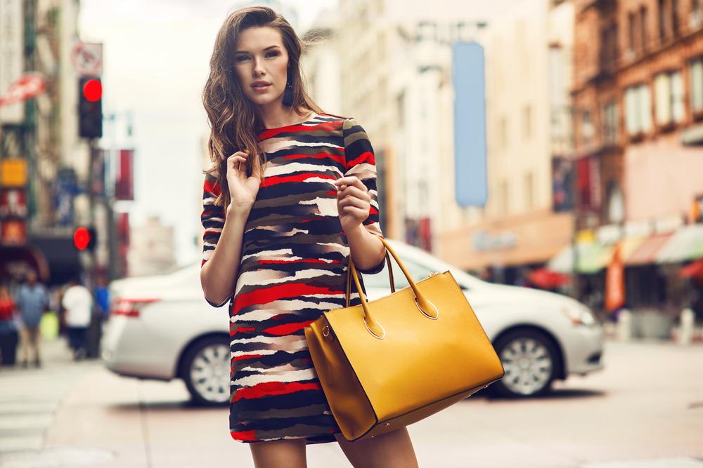 Personliggør din designertaske for flere point på modeskalaen